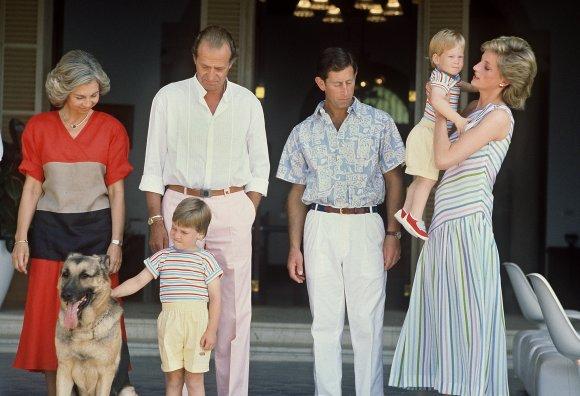 August-1986-Princess-Diana-sported-stripes-Palma-de-Mallorca